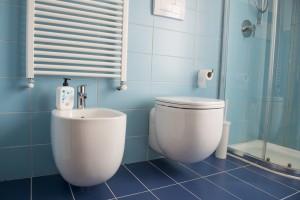 Praktycznie podwieszany grzejnik łazienkowy