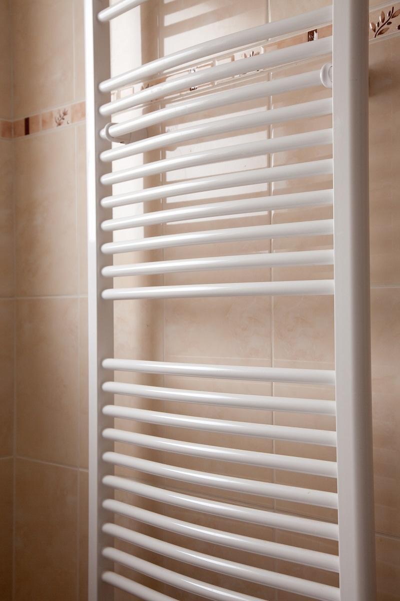 nowoczesny grzejnik łazienkowy Solter w kolorze białym